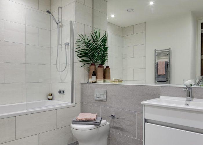 1-bedroom-apartment-bathroom